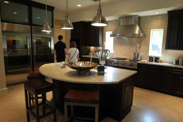 The kitchen in home number three at the 2011 Parade of Homes by builder Burdick & Frank, Ltd. is spacious and bright. (Sunday September 4, 2011) JOHN DAVENPORT/jdavenport@express-news.net Photo: JOHN DAVENPORT, SAN ANTONIO EXPRESS-NEWS / SAN ANTONIO EXPRESS-NEWS (Photo can be sold to the public)
