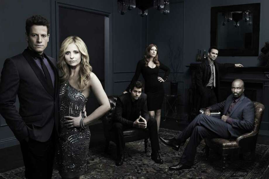 Ioan Gruffudd as Andrew Martin, from left, Sarah Michelle Gellar as Siobhan Martin/Bridget Kelly, Kris Polaha as Henry, Tara Summers as Gemma, Nestor Carbonell as Victor Machado and Mike Colter as Malcolm Ward on Ringer on The CW. Photo: Art Streiber CW ©2011 The CW Network, LLC. All rights reserved. Photo: ART STREIBER / ©2011 THE CW ALL RIGHTS RESERVED