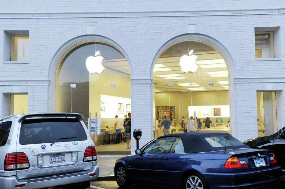 Apple is holding off on the installation of a floor-to-ceiling security gate at its Greenwich Avenue store after a meeting between executives of the tech giant and Selectman Drew Marzullo, who raised concerns about the appearance of the barrier. Photo: Bob Luckey, File Photo / Greenwich Time
