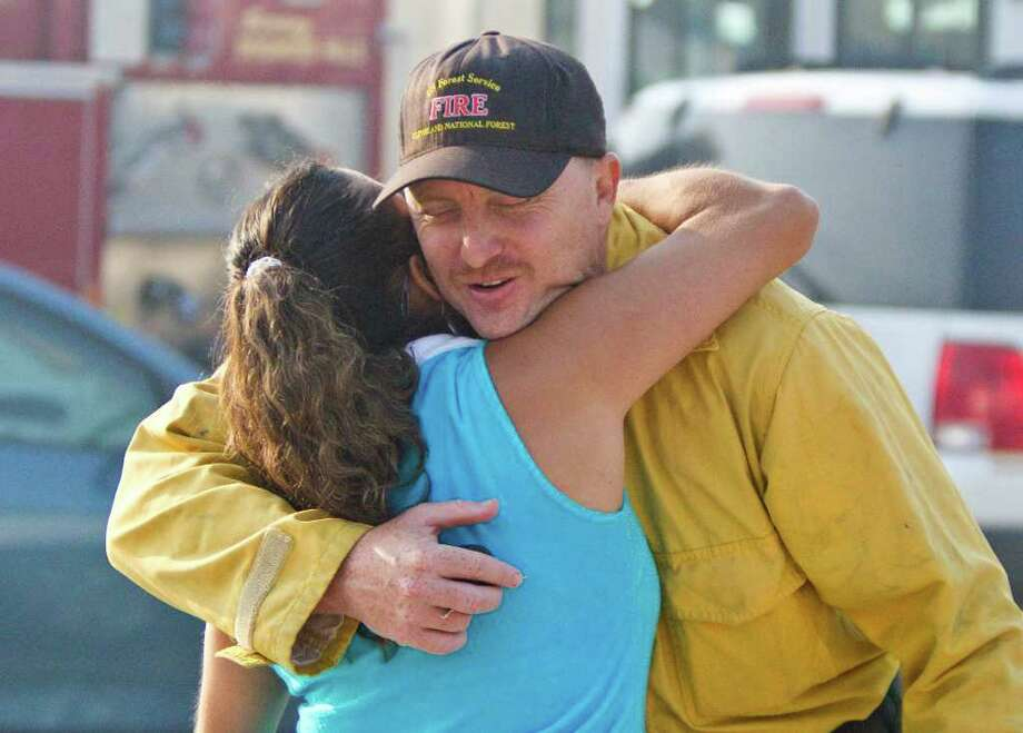 Magnolia resident Nancy Day shows her appreciation Friday to Brian Rhodes, who traveled from California to help the massive effort to beat back Texas' wildfires. Photo: Nick De La Torre / © 2011 Houston Chronicle
