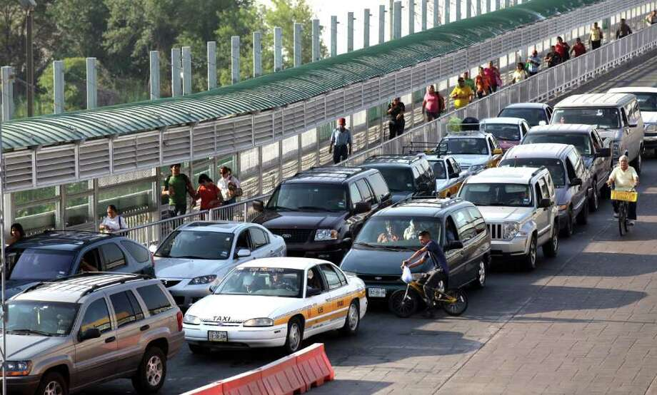 Traffic on Laredo International Bridge I in Laredo, Texas.  The line of people was steady but not heavy on Thursday, September 8, 2011. Photo: BOB OWEN, Bob Owen/rowen@express-news.net / rowen@express-news.net