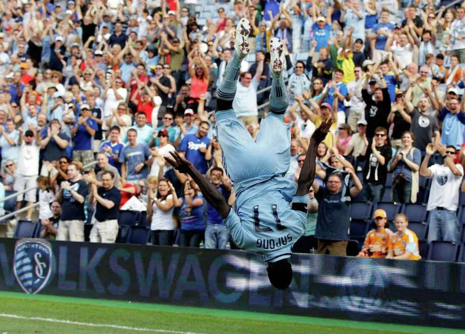 KANSAS CITY, KS - SEPTEMBER 10:  C.J. Sapong #17 of Sporting Kansas City celebrates after scoring a goal . Photo: Jamie Squire, Getty / 2011 Getty Images