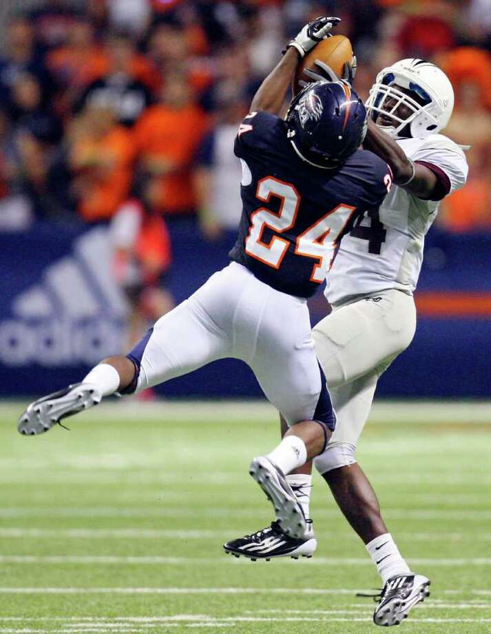 Several UTSA players, such as cornerback Darrien Starling (24), are nervous about their first flight, but that won't be the only challenge awaiting them at Southern Utah.  EDWARD A. ORNELAS/eaornelas@express-news.net Photo: EDWARD A. ORNELAS, Express-News / SAN ANTONIO EXPRESS-NEWS (NFS)