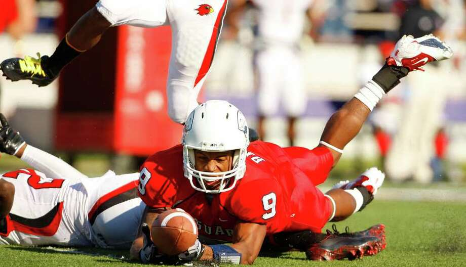 South Alabama wide receiver Corey Besteda (9) tries to hold onto a pass against the Lamar Cardinals during the first quarter Saturday at Ladd-Peebles Stadium in Mobile, Ala. Photo: JOHN DAVID MERCER, MBR / PRESS-REGISTER