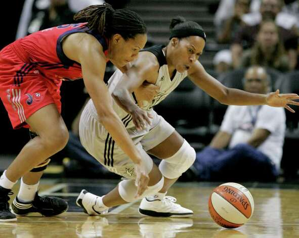 San Antonio Silver Stars' Jia Perkins, right, and Washington Mystics' Monique Currie chase a loose ball during the second half of a WNBA basketball game, Saturday, Sept. 10, 2011, in San Antonio. San Antonio won 82-74. Photo: Darren Abate, Express-News