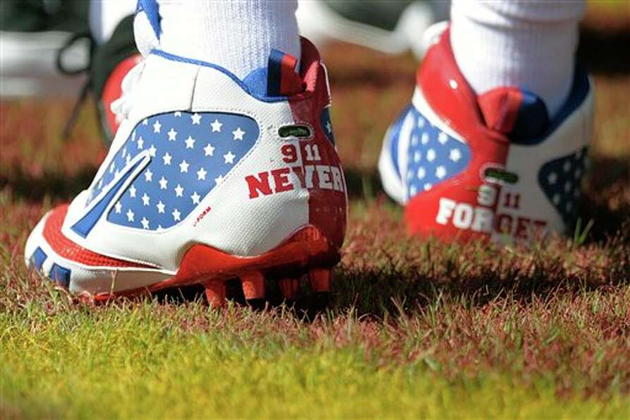 New York Giants defensive back Kenny Phillips wears shoes commemorating 9/11 before an NFL football