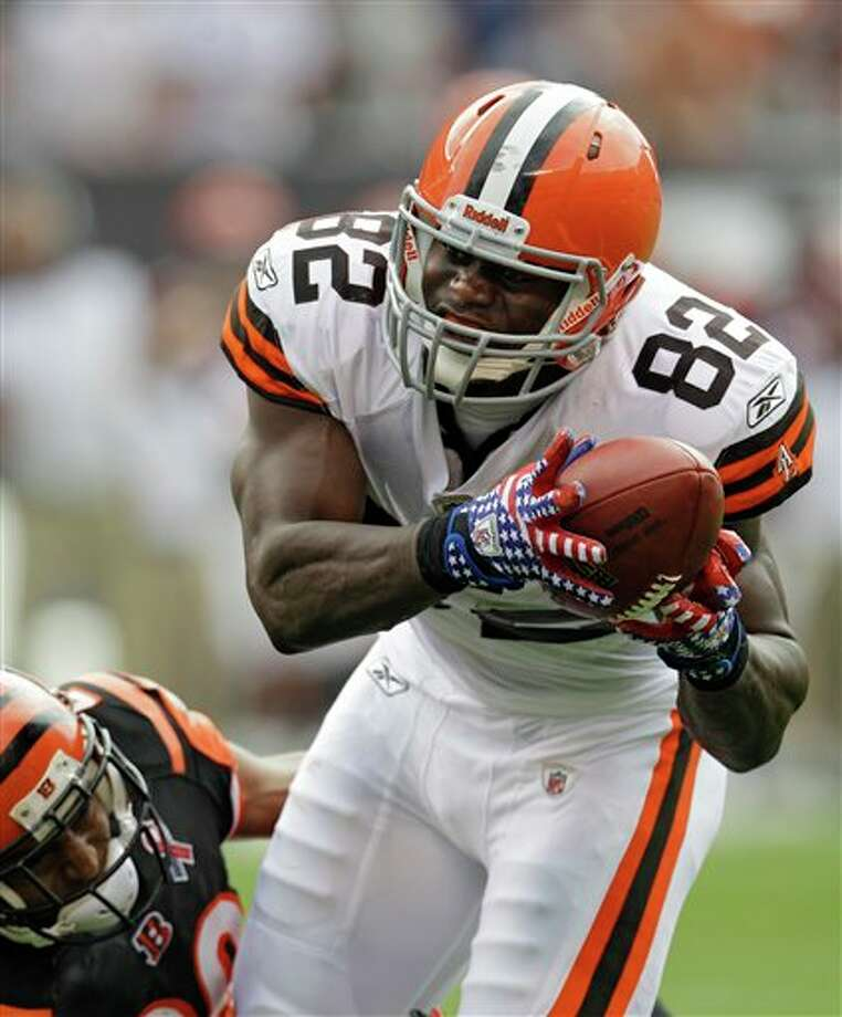 Cleveland Browns tight end Benjamin Watson (82) catches a touchdown pass against Cincinnati Bengals defensive back Leon Hall in the second quarter of an NFL football game Sunday, Sept. 11, 2011, in Cleveland. (AP Photo/Tony Dejak) Photo: Associated Press