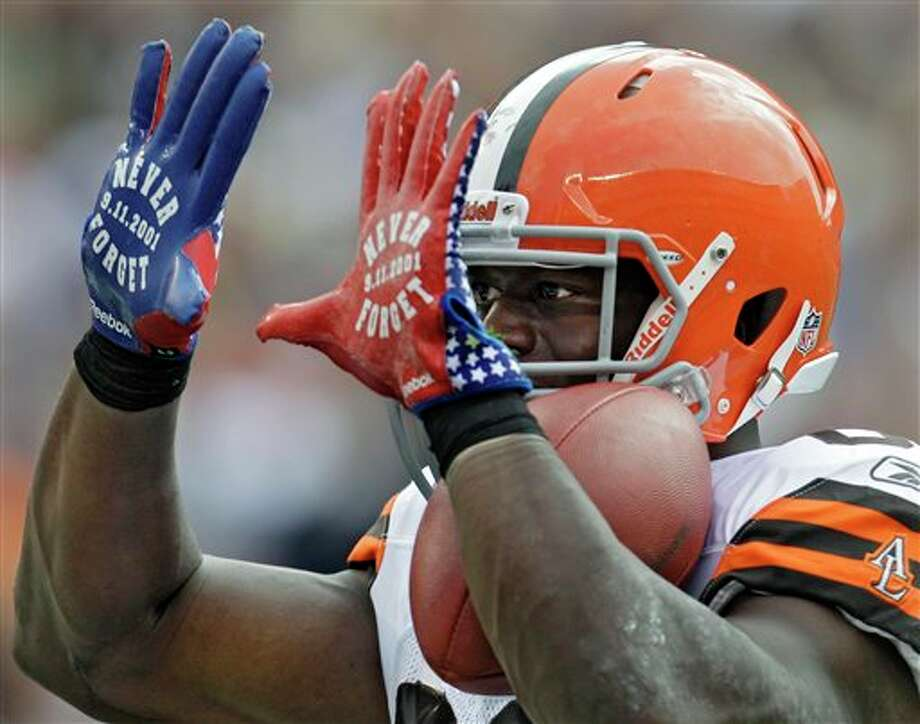 "Cleveland Browns tight end Benjamin Watson flashes ""Never Forget,"" in a reference to Sept. 11, 2001, on his gloves after catching a 34-yard touchdown pass against the Cincinnati Bengals in the second quarter of an NFL football game Sunday, Sept. 11, 2011, in Cleveland. (AP Photo/Tony Dejak) Photo: Associated Press"