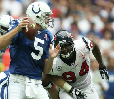 Houston Texans defensive end Antonio Smith (94) rushes Indianapolis Colts quarterback Kerry Collins (5) during the first quarter of a NFL game, Sunday, Sept. 11, 2011, at Reliant Stadium in Houston. Photo: Nick De La Torre, Houston Chronicle / © 2011 Houston Chronicle