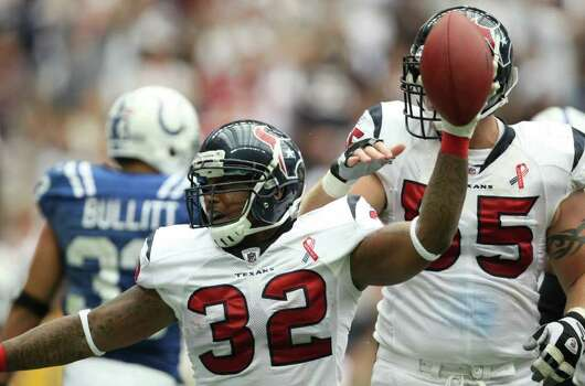 Houston Texans running back Derrick Ward (32) celebrates a touchdown against the Indianapolis Colts during the first quarter of a NFL game, Sunday, Sept. 11, 2011, at Reliant Stadium in Houston. Photo: Nick De La Torre, Houston Chronicle / © 2011 Houston Chronicle