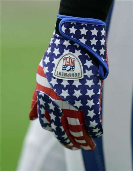 Indianapolis Colts'  Antoine Bethea wears gloves commemorating the World Trade Center deaths before