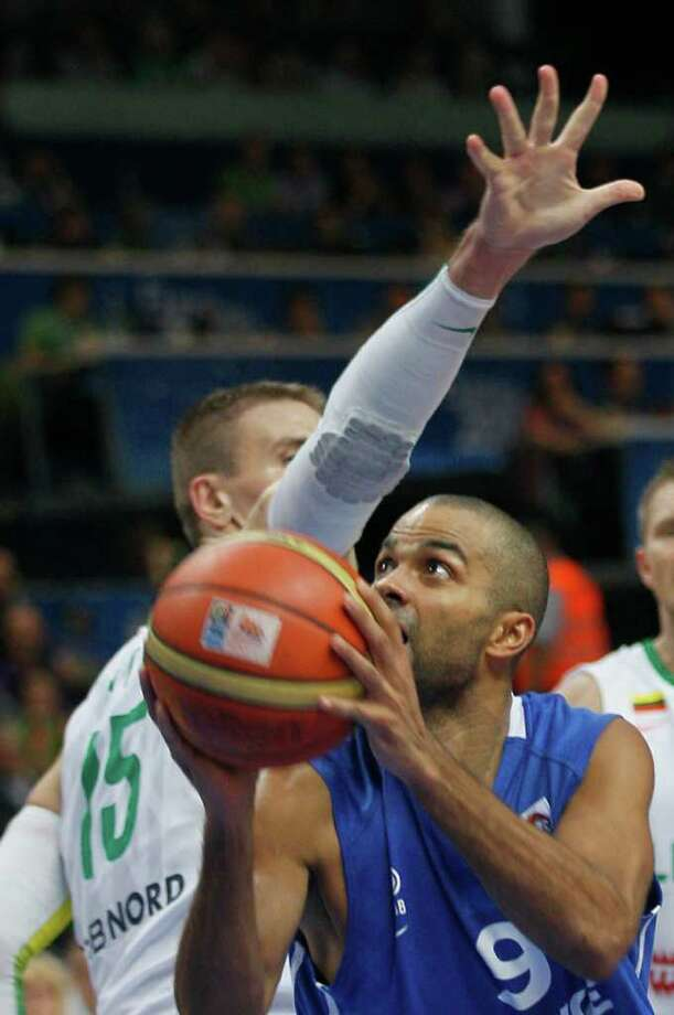 France's Tony Parker, front, challenges for the ball with Lithuania's Robertas Javtokas, during their EuroBasket European Basketball Championship Group E match in Vilnius, Lithuania, Friday Sept. 9, 2011. Photo: Darko Vojinovic/Associated Press / AP