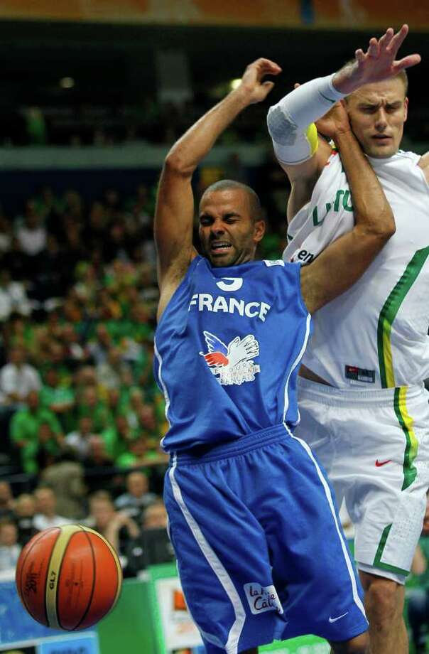 France's Tony Parker, left, challenges for the ball with Lithuania's Robertas Javtokas, during their EuroBasket European Basketball Championship Group E match in Vilnius, Lithuania, Friday Sept. 9, 2011. Photo: Darko Vojinovic/Associated Press / AP