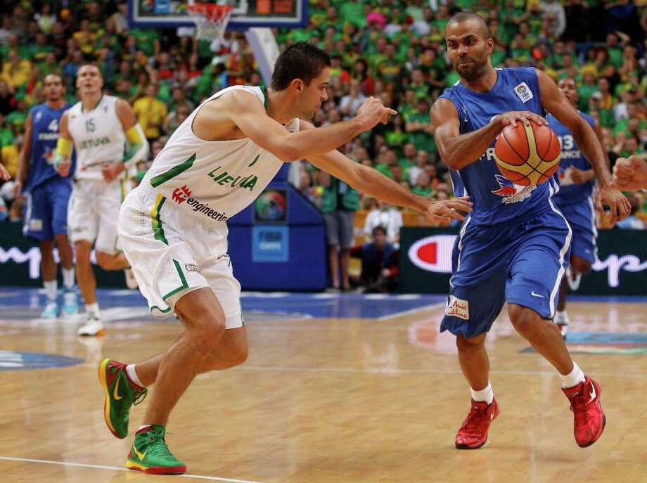 Tony Parker, right, of France is challenged by Mantas Kalnietis from Lithuania during the EuroBasket 2011, European Basketball Championships group E match between Lithuania and France  in Vilnius, Lithuania, on Friday, Sept. 9, 2011. Photo: Mindaugas Kulbis/Associated Press / AP