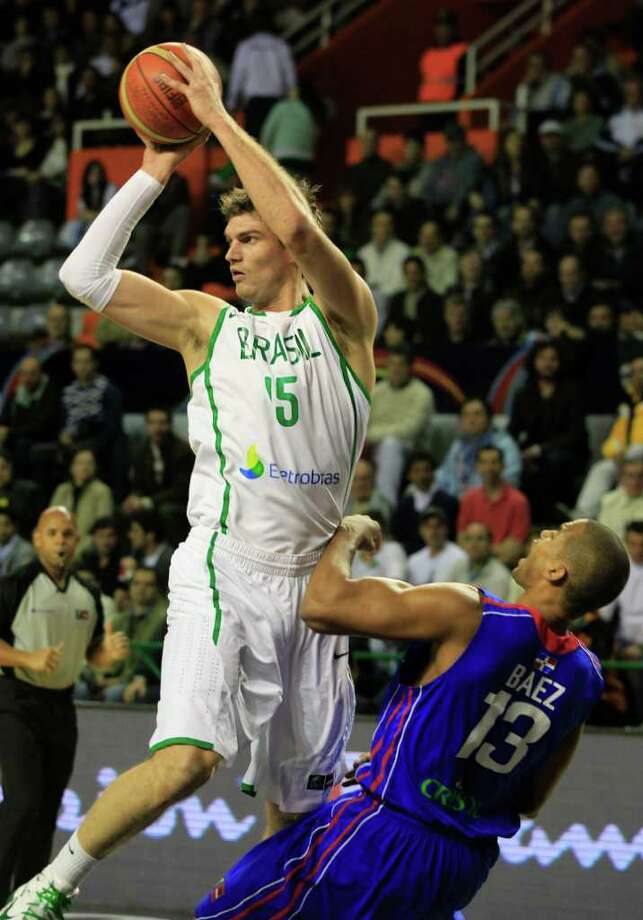 Brazil's Tiago Splitter, left, prepares for a shot against Eulis Baez of the Dominican Republic during a FIBA Americas Championship semi-final basketball game in Mar del Plata, Argentina, Saturday Sept. 10, 2011. Photo: Martin Mejia/Associated Press