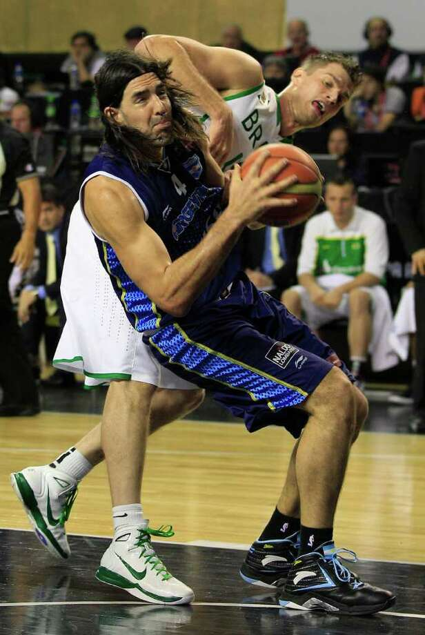 Argentina's Luis Scola, left, Brazil's Tiago Splitter collide in their FIBA Americas Championship final basketball game in Mar del Plata, Argentina, Sunday Sept. 11, 2011. Photo: Martin Mejia/Associated Press