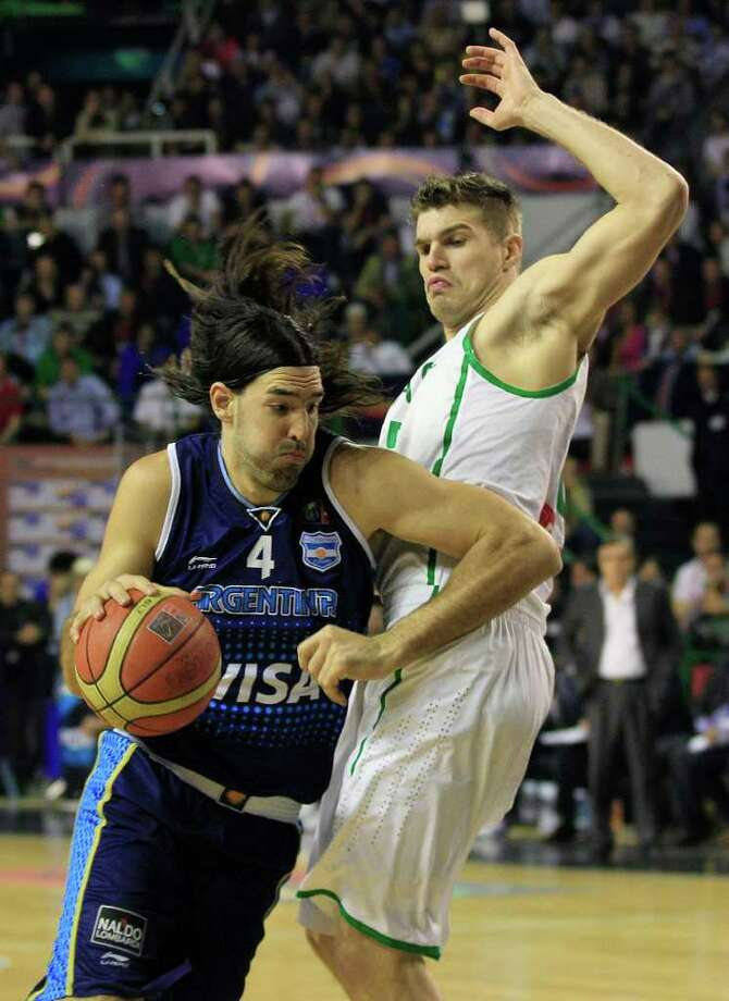 Argentina's Luis Scola, left, dribbles past Brazil's Tiago Splitter in their FIBA Americas Championship final basketball game in Mar del Plata, Argentina, Sunday Sept. 11, 2011. Photo: Martin Mejia/Associated Press