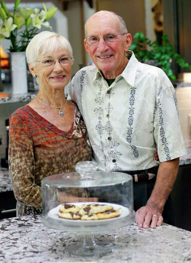 Dolly and Floyd Baker made the switch from a 1960s turquoise kitchen to earth tones. Photo: WILLIAM LUTHER, SAN ANTONIO EXPRESS-NEWS / 2011 SAN ANTONIO EXPRESS-NEWS