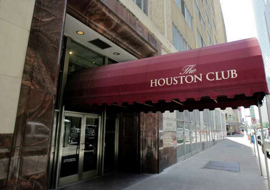 CODY DUTY : CHRONICLE SOLD: Skanska USA Commercial Development paid an undisclosed amount for the 18-story building which is home to the Houston Club. Skanska also bought the rest of the city block. Photo: Cody Duty / © 2011 Houston Chronicle