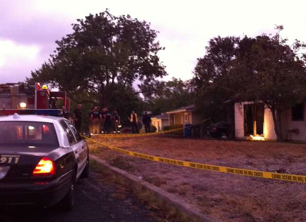 Authorities investigate the scene of a fatal fire Wednesday morning, Sept. 14, 2011. Photo: Ana Ley/aley@express-news.net