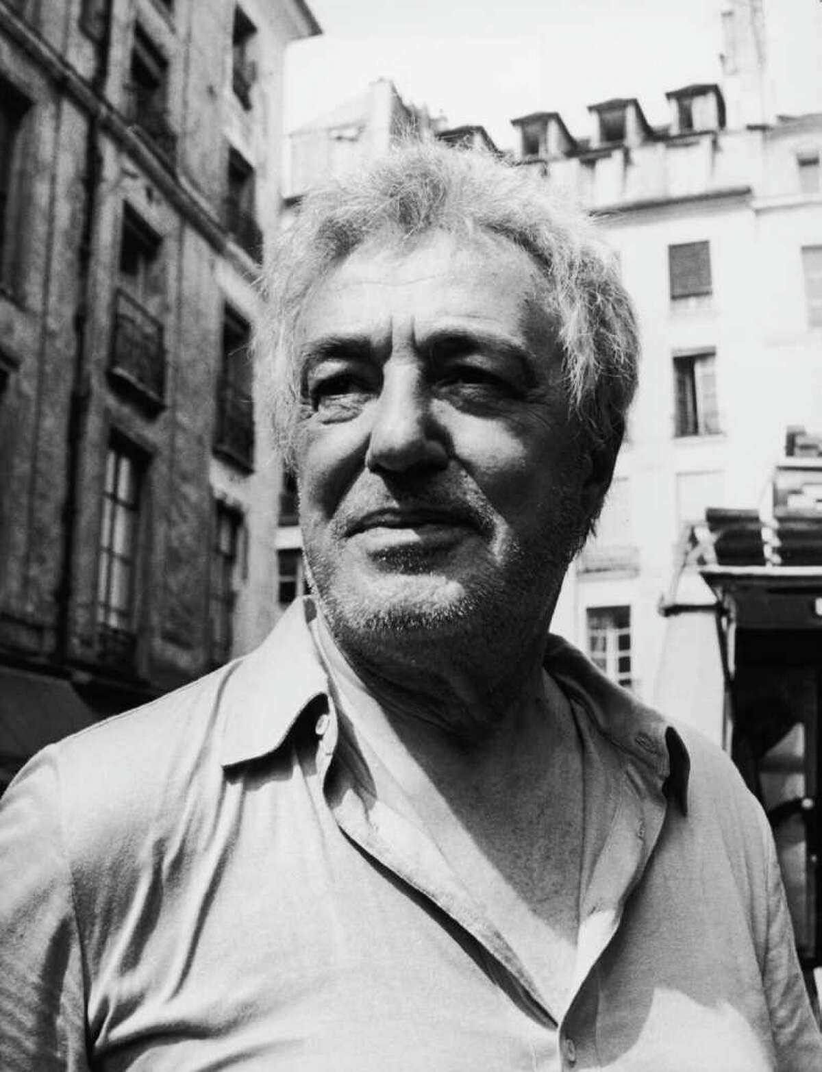 Italian actor-director Vittorio de Sica (1901 - 1974) filming 'L'Odeur des Fauves' ('Scandal Man') in St-Germain-des-Pres, Paris, 13th July 1971. He plays the character of Milord in the film. (Photo by Keystone/Hulton Archive/Getty Images)
