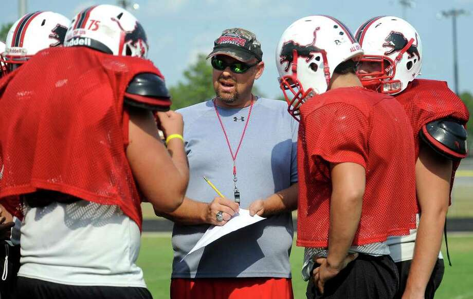 Coach, Lance Dale works with the offense during practice at Kountze High School in Kountze, Wednesday, September 14, 2011. Tammy McKinley/The Enterprise Photo: TAMMY MCKINLEY