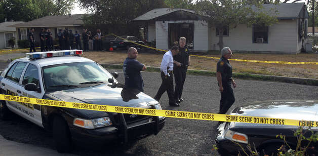 Police investigate a home in the 200 block of Karen Lane where a fatal fire broke out about 3:30 a.m. Photo: John Davenport/jdavenport@express-news.net
