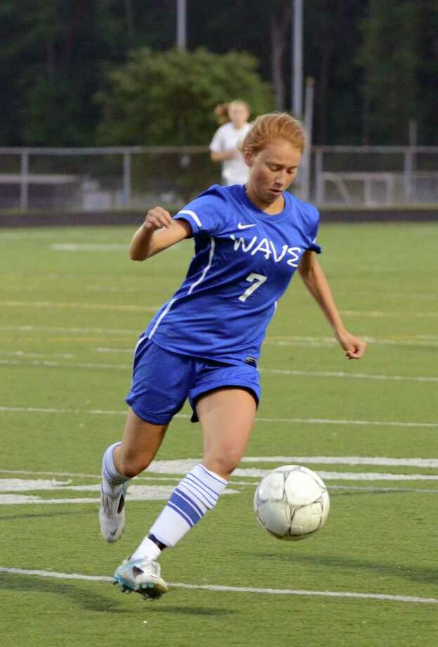 Darien's Leslie Yuen controls the ball during the girls soccer game against Trumbull at Trumbull on Tuesday, Sept. 13, 2011. Photo: Amy Mortensen / Connecticut Post Freelance