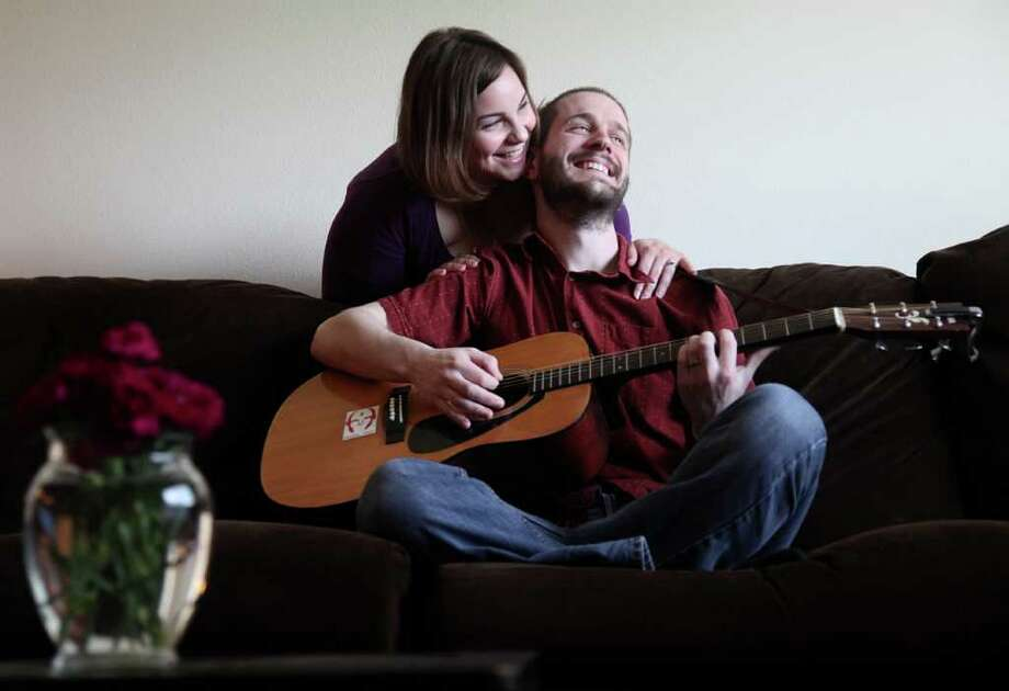 MAYRA BELTRÁN : STAFF BEATING THE ODDS: Stephanie and Roger Sullivan moved in together right after high school 10 years ago and made it official last year when they got married. Photo: Mayra Beltran / © 2011 Houston Chronicle