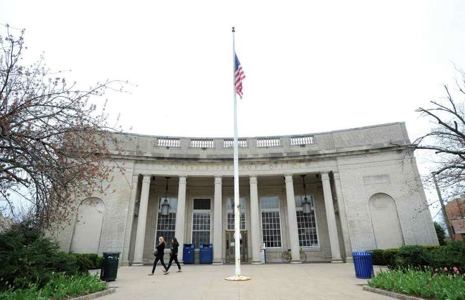The U.S. Post office in central Greenwich has been sold for $15 million to Greenwich Retail LLC. documents filed with the town clerk's office indicate real estate magnate and Greenwich resident Peter Malkin may be behind the purchase. Photo: Bob Luckey, ST / Greenwich Time