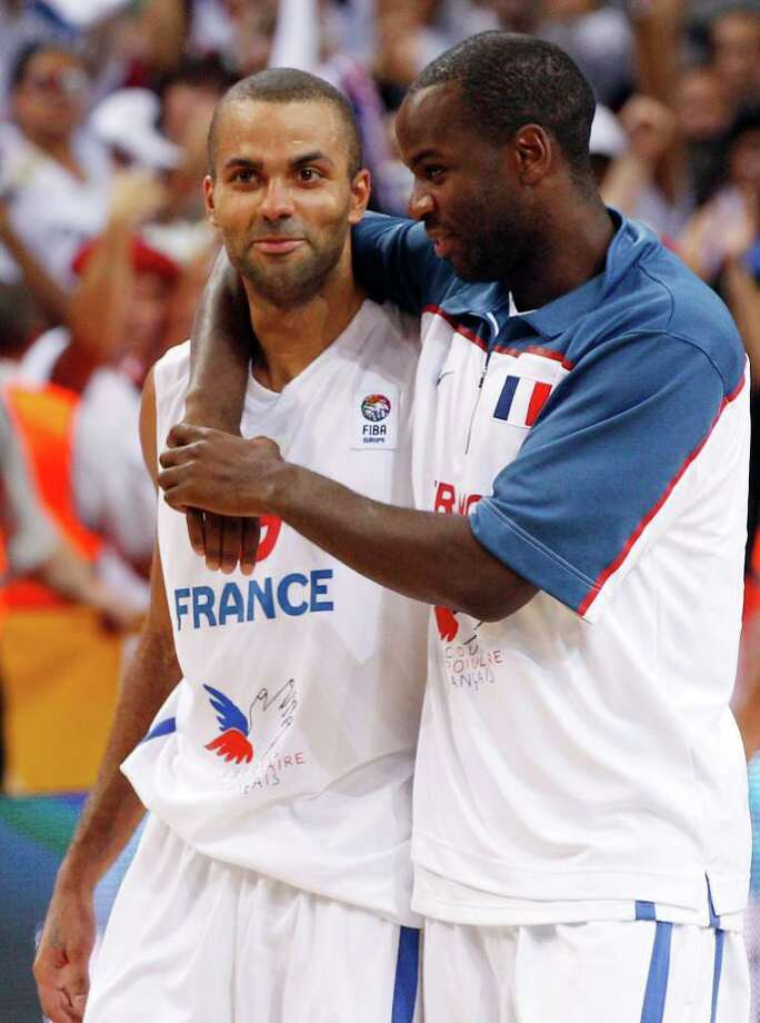 France's Tony Parker, left, and Boris Diaw  celebrate victory during the EuroBasket, European Basketball Championship quarter final  match against  Greece  in Kaunas, Lithuania, Thursday, Sept.15, 2011. Photo: Mindaugas Kulbis, Mindaugas Kulbis/Associated Press / AP