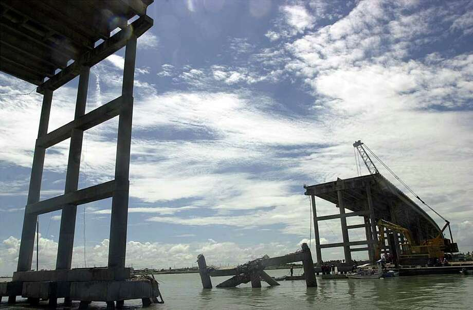Workers searched the Laguna Madre a week after the Sept. 15, 2001, bridge collapse. Photo: DELCIA LOPEZ