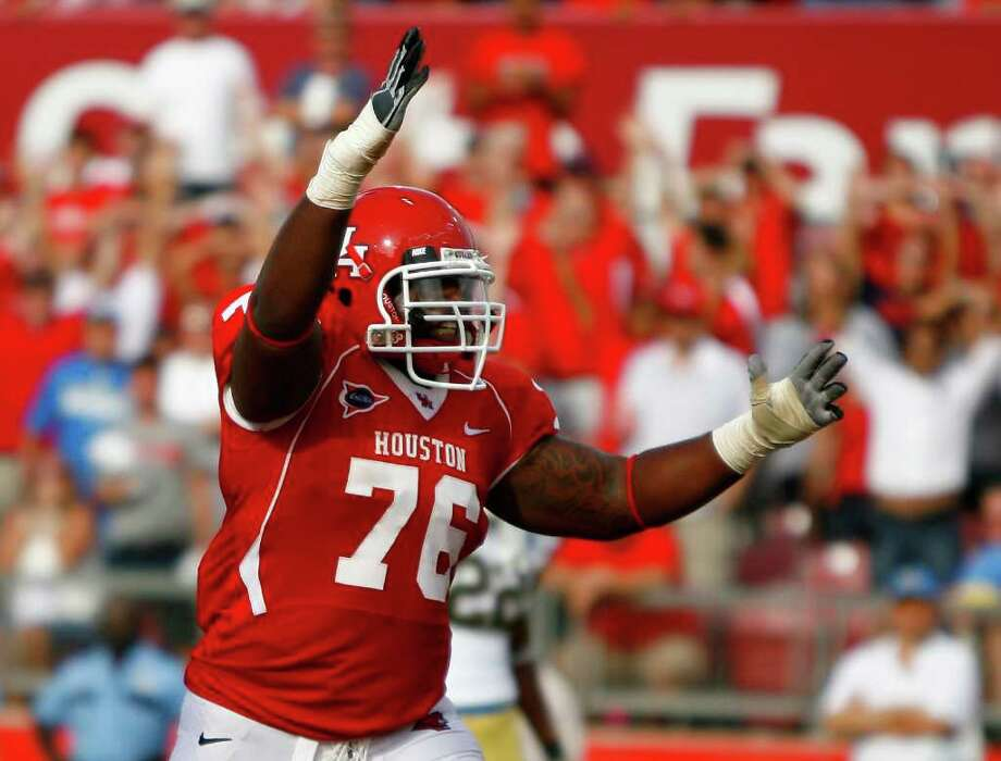 Intending on focusing on basketball, Jacolby Ashworth was coaxed into playing on the Cougars' offensive line. Photo: Nick De La Torre, Houston Chronicle / © 2011 Houston Chronicle