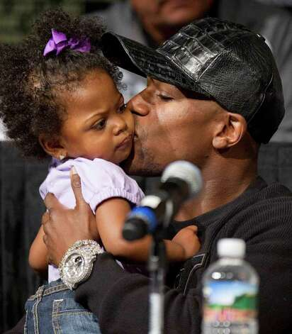Floyd Mayweather kisses his niece Brielle while waiting to speak during a boxing news conference, Wednesday, Sept. 14, 2011, in Las Vegas. Mayweather is slated to challenge Victor Ortiz for his WBC welterweight title on Saturday, Sept. 17. Photo: AP