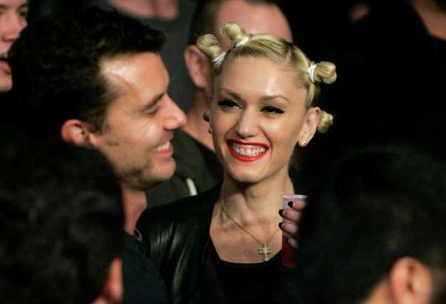 Singer Gwen Stefani smiles before the Floyd Mayweather Jr. versus Ricky Hatton, of Great Britain, WBC welterweight boxing title fight at the MGM Grand hotel-casino in Las Vegas, Saturday, Dec. 8, 2007. Photo: Jae C. Hong, AP / AP