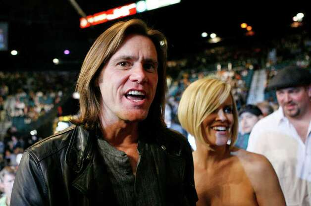 ** FILE ** Actor Jim Carrey, left, and actress Jenny McCarthy attend the Oscar De La Hoya and Floyd Mayweather Jr. boxing match on Saturday, May 5, 2007, at the MGM Grand Garden Arena in Las Vegas. Jim Carrey has made a straight-to-YouTube video. And it's not funny at all.  The 45-year-old actor-comedian,  in rare serious mode, appears in a new public service announcement on behalf of the Human Rights Action Center and the U.S. Campaign for Burma. The goal: To free Nobel laureate Aung San Suu Kyi, who has been confined by the Burmese government for 11 of the last 17 years. Photo: Kevork Djansezian, AP / AP