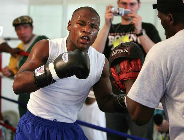 Boxer Floyd Mayweather Jr. works out at a gym in Las Vegas Tuesday May 1, 2007.  Mayweather  will fight Oscar De La Hoya Saturday for the WBC super welterweight title and it is expected to be among the highest-grossing fights in history. Photo: Marlene Karas, AP / AP