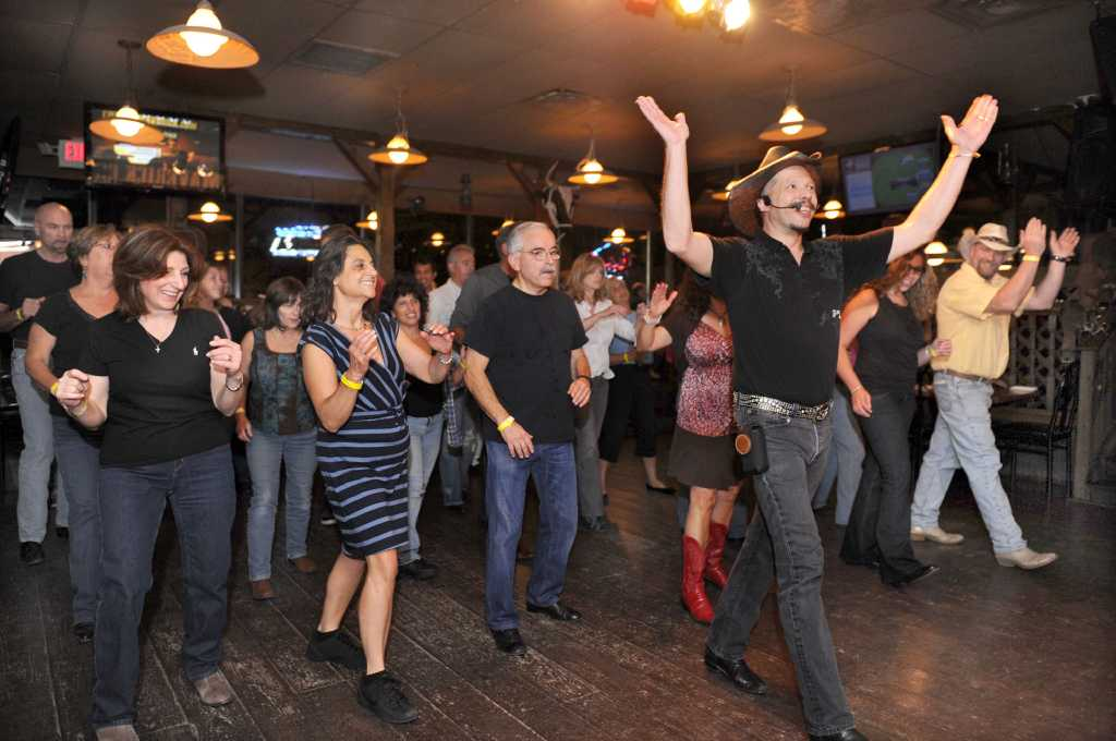 Customers kick up their heels for country music, line ...