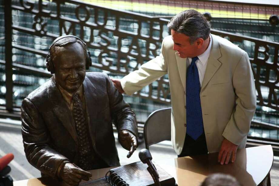 Broadcaster Rick Rizzs looks over a statue memorializing the former voice of the Mariners, Dave Niehaus. Photo: JOSHUA TRUJILLO / SEATTLEPI.COM