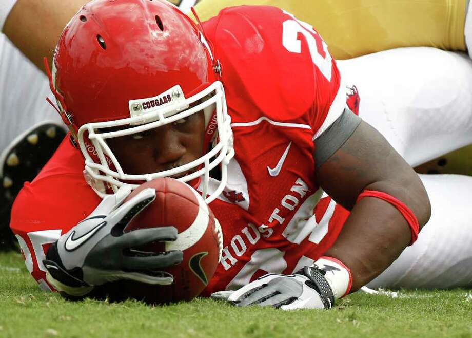 Cougars running back Bryce Beall will see at least one opponent with whom he is quite familiar with when UH faces off with Beall's former high school teammate Lennon Creer and his Louisiana Tech Bulldogs today. Photo: Nick De La Torre / © 2011 Houston Chronicle