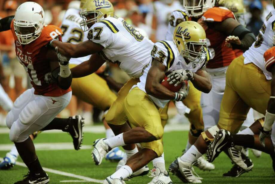 BILLY CALZADA : SAN ANTONIO EXPRESS-NEWS WANTING MORE: Tailback Johnathan Franklin, right, and UCLA took it to the Longhorns at home last season. UT wants to return the favor today when the teams meet in California. Photo: BILLY CALZADA / gcalzada@express-news.net