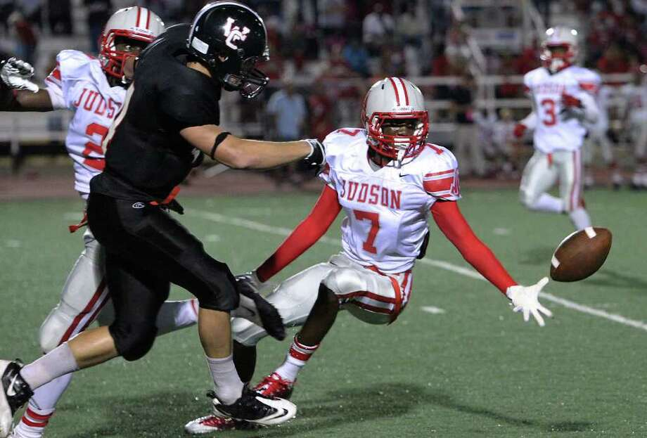 Judson's Tre Flowers (07) attempts to pick off a pass to Churchill's Boone Niederhofer (04) in the second half at Comalander Stadium on Friday, Sept. 16, 2011. Despite a late rally by Churchill, Judson won the game, 40-33. Kin Man Hui/kmhui@express-news.net Photo: KIN MAN HUI, Express-News / SAN ANTONIO EXPRESS-NEWS