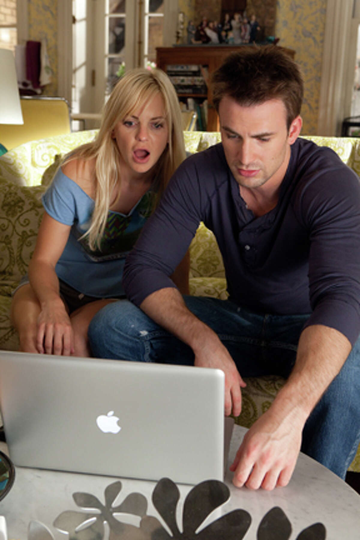 Anna Faris as Ally Darling and Chris Evans as Colin Shea in