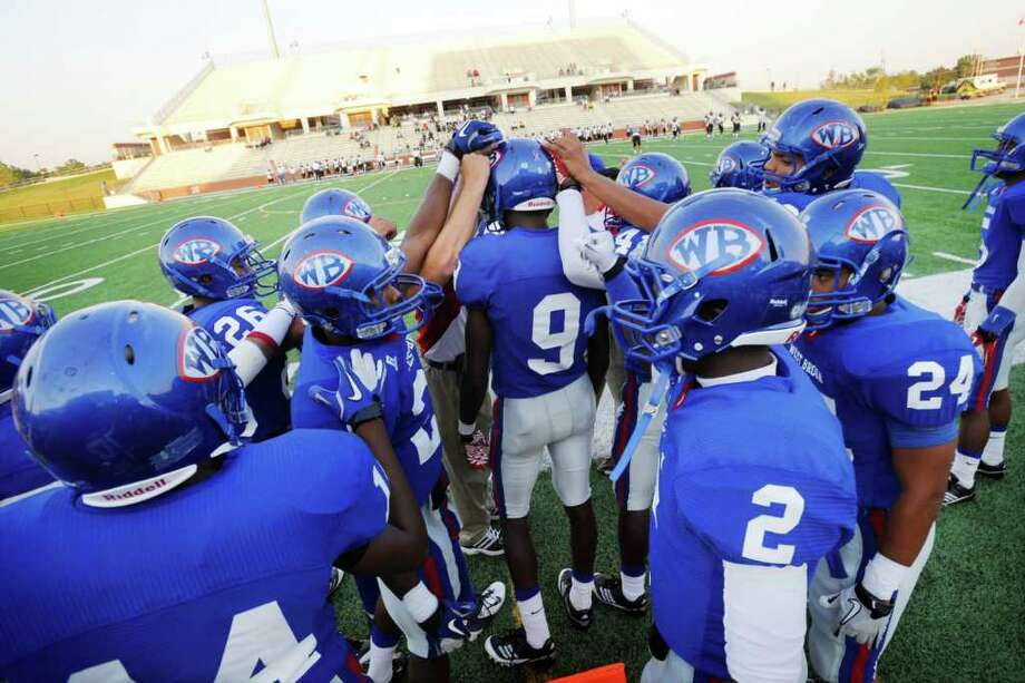 The West Brook Bruins rally around Keenan Banks (9) before kickoff in the first quarter against Houston Eisenhower at the BISD Thomas Center on Friday, September 9, 2011.  Valentino Mauricio/The Enterprise Photo: Valentino Mauricio