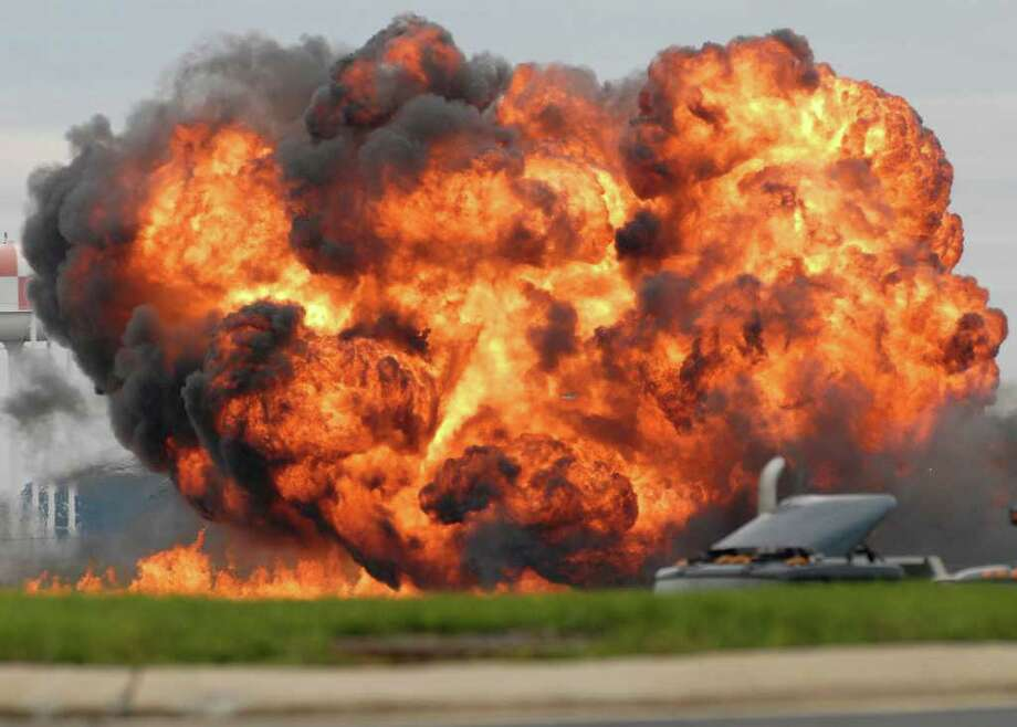 RON AGNIR : JOURNAL NEWSPAPER HEd: A single engine T-28 from the six-plane Trojan Horsemen Demonstration Flight Team crashes and explodes during a performance at the Thunder Over the Blue Ridge Open House and Air Show, Saturday, Sept. 17, 2011 at the 167th Airlift Wing in Martinsburg, W.Va. (AP Photo/Journal Newspaper, Ron Agnir) Photo: Ron Agnir / The Journal Newspaper