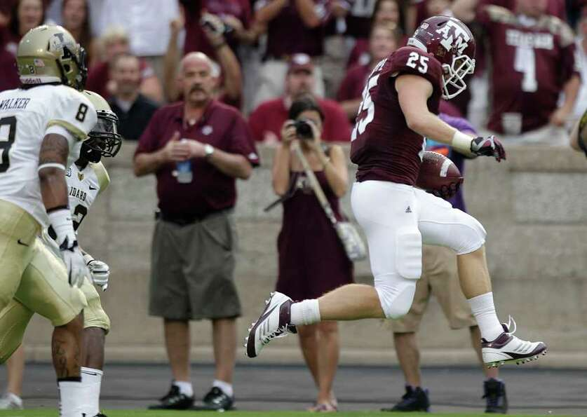 Texas A&M wide receiver Ryan Swope (25) beats Idaho safety Quin Ashley (12) and cornerback Dion Bass