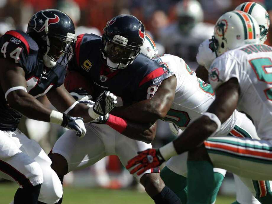 CORRECTION Houston Texans running back Ben Tate (44) tries to block for Houston Texans wide receiver Andre Johnson (80) after a catch in the first quarter of a NFL football game, Sunday, Sept. 18, 2011, in Sun Life Stadium in Miami. Photo: Nick De La Torre, Houston Chronicle / © 2011 Houston Chronicle