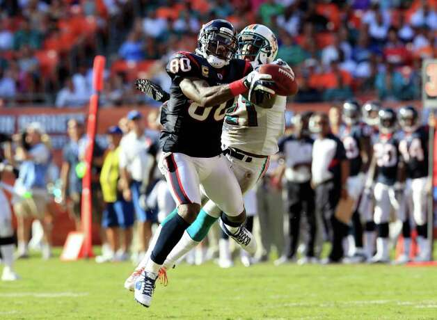 MIAMI GARDENS, FL - SEPTEMBER 18:  Houston Texans wide receiver Andre Johnson #80 attempts to make a reception against Miami Dolphins cornerback Vontae Davis #21 during a game at Sun Life Stadium on September 18, 2011 in Miami Gardens, Florida. Photo: Sam Greenwood, Getty / 2011 Getty Images