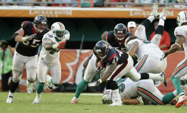 Houston Texans running back Ben Tate (44) pounds out yards into the Miami Dolphins defense as the Texans run the clock in the fourth quarter of a NFL football game, Sunday, Sept. 18, 2011, in Sun Life Stadium in Miami. The Texans won 23-13. Photo: Nick De La Torre, Houston Chronicle / © 2011 Houston Chronicle
