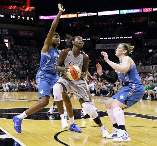 Silver Stars' Sophia Young shoots between Minnesota Lynx's Rebekkah Brunson and Minnesota Lynx's Lindsay Whalen during first half action of Game 2 in the Western Conference semifinal Sunday Sept. 18, 2011 at the AT&T Center. Photo: EDWARD A. ORNELAS, Express-News / SAN ANTONIO EXPRESS-NEWS (NFS)